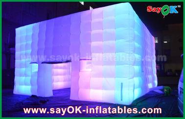중국 옥외 PVC는 색깔 변화 빛/공기 송풍기로 거대한 입방체 팽창식 천막을 입혔습니다 협력 업체